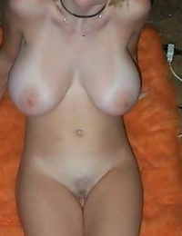 Naughty Girlfriend shows her incredible melons